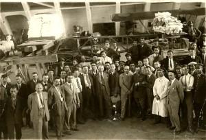 MD 1930 Proba statica la avionul IAR 22. In fotografie Colectivul de Directie, Proiectare si Constructie a avioanelor in  conceptie proprie sau